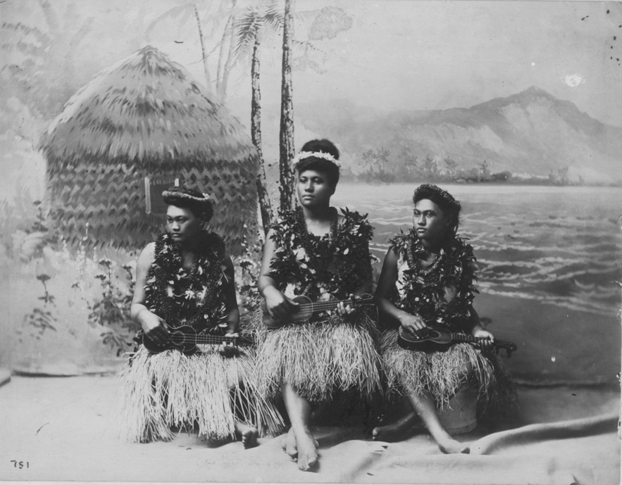 Hawaiian_Ukulele_Girls_during_Kalakaua's_reign_(PP-32-9a-032)
